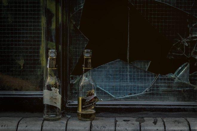 Imagem de duas garrafas de bebida